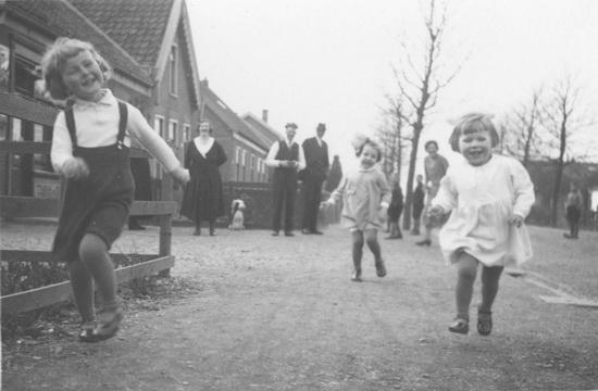 Kruislaan 0012-16 met gezin Cor Oldenburg 02