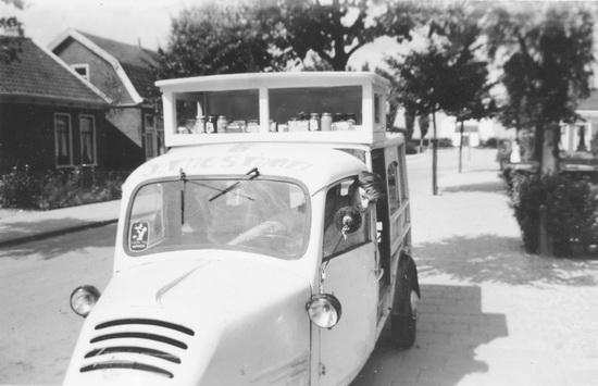 Kruislaan 0015 195_ Mesmans winkelwagen met Ed v Poecke