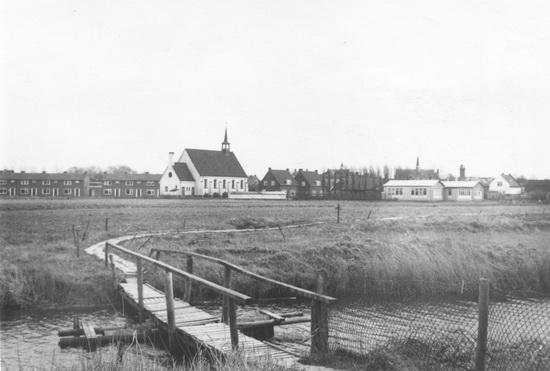 Kruislaan 0052 1957-58 zicht vanaf Zwembad met bruggetje