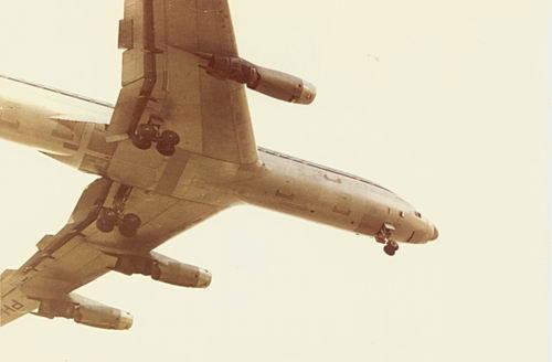 Kruisweg N 0431 1962 Vliegtuig boven Huis