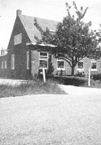 Kruisweg N 0431-429 196_  Huis en Kwekerij P vd Linden 001