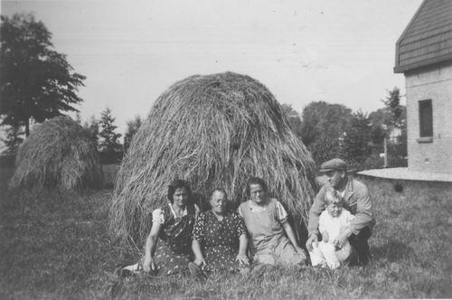Kruisweg N 0671 1939 met fam v Tienderen