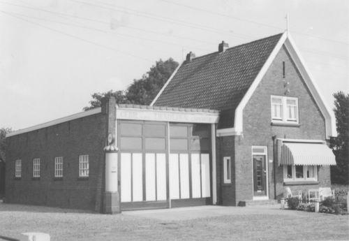 Kruisweg N 0671 195_ Huize v Tienderen