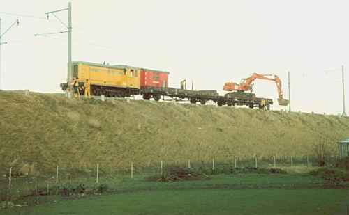 Kruisweg N 074_ 1981 Schiphollijn aanleg Geluidschermen
