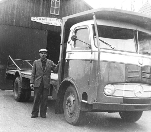 Kruisweg N 0823 19__  met Arie Oskam bij Vrachtwagen Fa P G Oskam