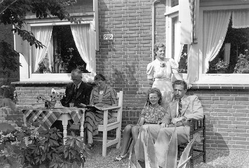 Kruisweg N 0919 1940 met fam v Hoogdalem
