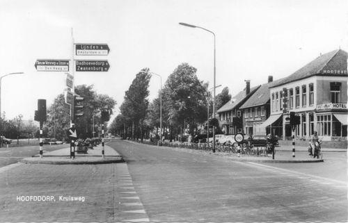 Kruisweg N 1007 1964 Beurs vanaf kruising Hoofdweg_2