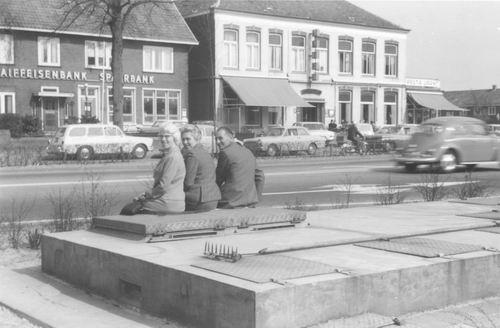 Kruisweg N 1011-1007 196_ Raiffeisenbank en de Beurs