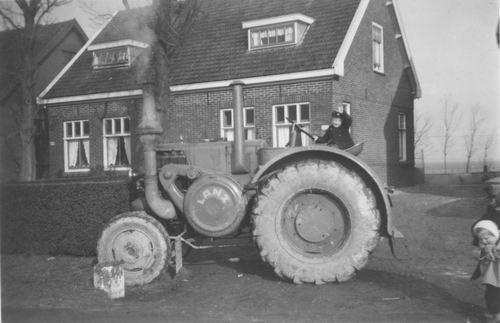 Kruisweg N 1497-1499 1955 met Lanz Bulldog trekker Kaslander