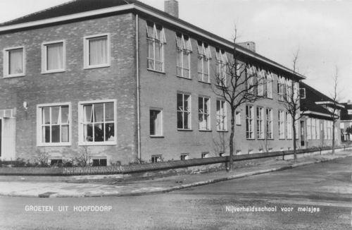 Kruisweg Z 0612 1961 Vakschool voor Meisjes 1961 achter