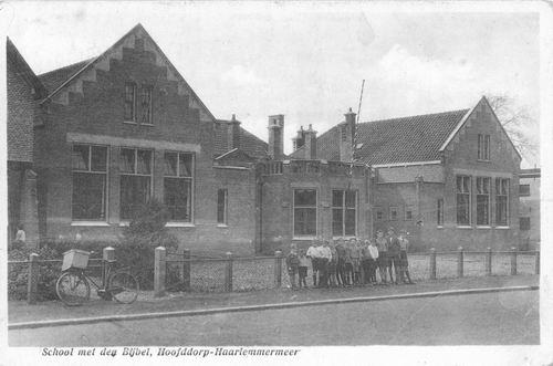 Kruisweg Z 0638 1943 School met Bijbel en groep kinderen