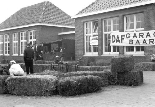 Kruisweg Z 0638 1967 Jarten op Schoolplein Nieuweweg Chr School