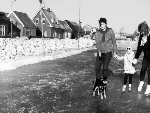 Lijnderdijk 0209- 1963 met IJsbaan op Ringvaart