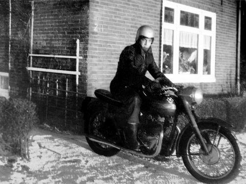 Lijnderdijk 0211 1961 met Jan Volger door de Sneeuw met Motor