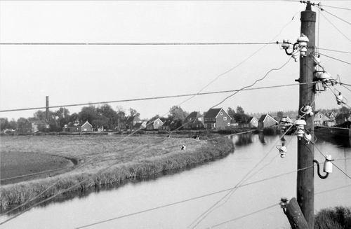 Lijnderdijk 0245- 1956 zicht vanaf huisnr 211