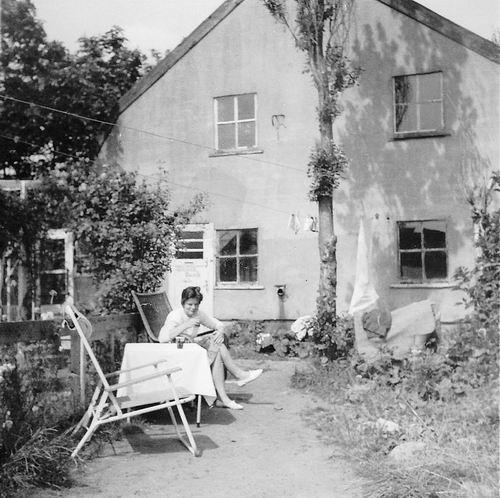 Lijnderdijk 0276-277 1960 Achterzijde Huize v Es met dochter Ingrid