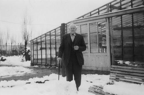 Linden Pieter vd 1875 1958 bij Kwekerij zoon Pieter aan Kruisweg