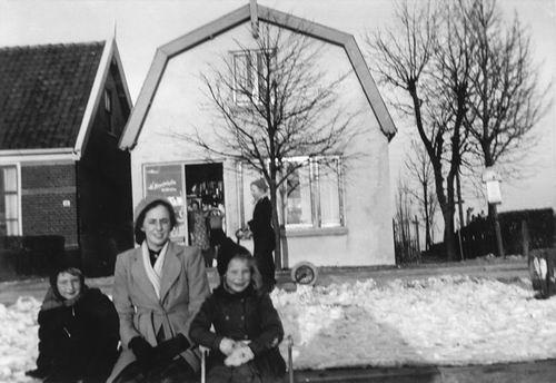 Lisserdijk 0015 1957 met Kinderen Rip op het IJs