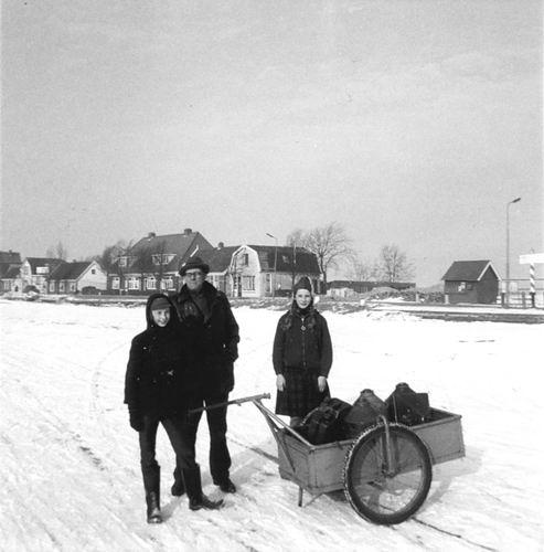 Lisserdijk 0015 1962-63 IJspret met oa fam Rip 01