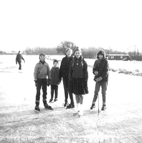 Lisserdijk 0015 1962-63 IJspret met oa fam Rip 02