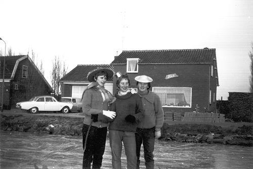 Lisserdijk 0057 1961-62 IJspret met oa fam de Man 02