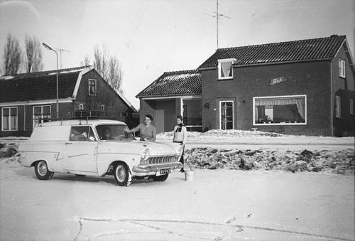 Lisserdijk 0057 1962-63 met Auto fam de Man op het IJs 02