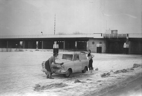 Lisserdijk 0057 1962-63 met Auto fam de Man op het IJs 04