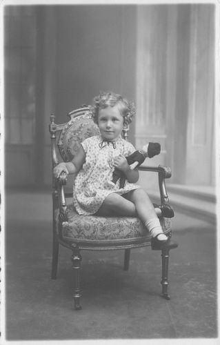 Maasdam_Geertje_v_1918_1929_bij_Fotograaf_vd_Vlerk_in_Haarlem