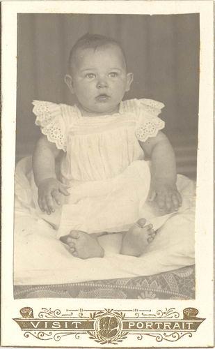 <b>ZOEKPLAATJE:</b>Maasdam_Onbekend_v_568_Baby_Portret_1