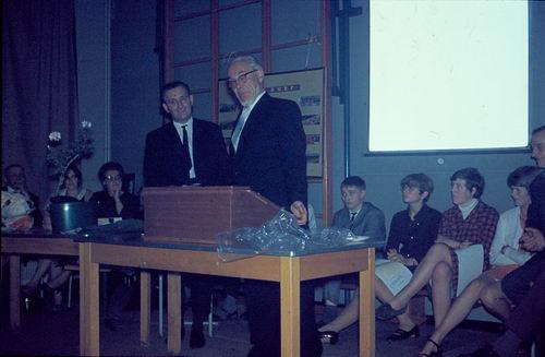 Mannessen Henk 1967 Afscheid van J P Heijeschool 11