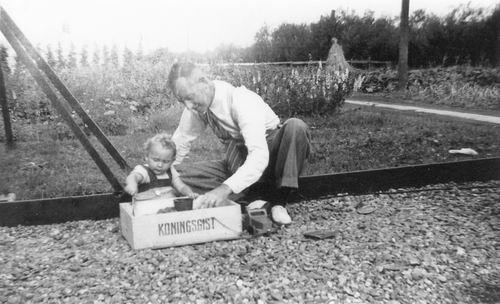 Mantel Klaas Sr 1949 met Dirk Mantel