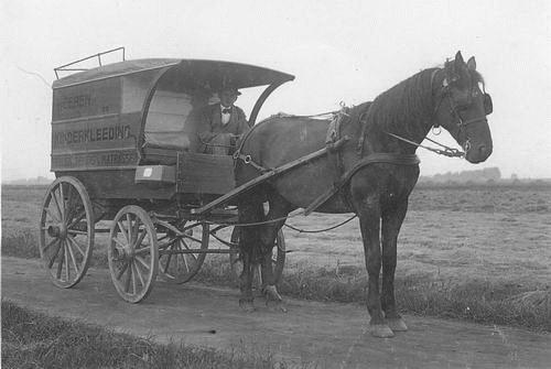Mantel Klaas Sr 19__ Kledinghandelaar met Paard en Wagen