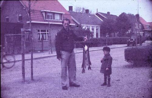 <b>ZOEKPLAATJE:</b>Marktlaan W 0027- 1949-50 met Snoekvissers 01