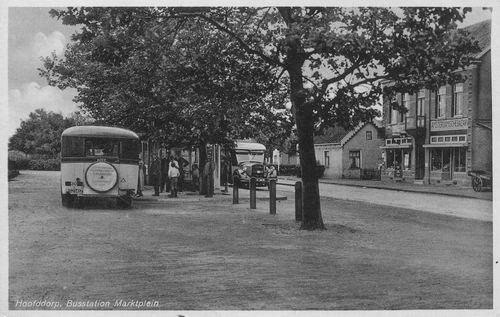 Marktplein C 1938 Bushalte en Amsterdamsche Bazar