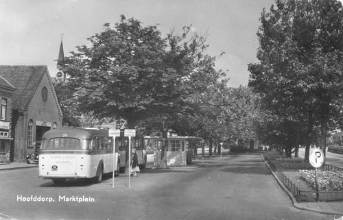 Marktplein C 1956 Bushalte vanaf Oosten met Gar v Driel_1