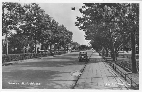 Marktplein C 1956 zicht op Kruisweg met Auto