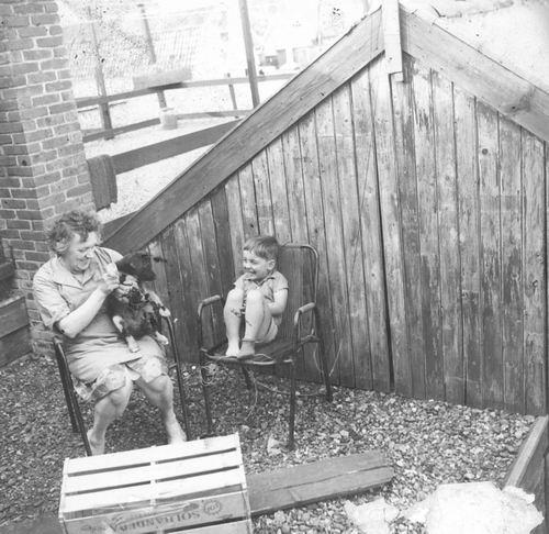 Marktplein N 0001a 1964 Dakterras met Moeder en Fred vd Groef