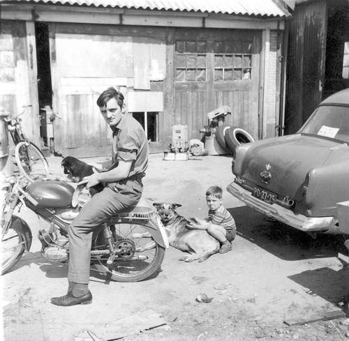 Marktplein N 0001a 1964 Erf Achter met Arie en Fred vd Groef 01
