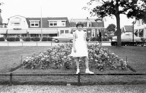 Marktplein N 0009-1 196_ met Watersnood Gast Ida Veltman