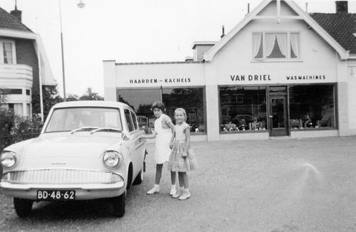 Marktplein Z 0010 1960 Winkel v Driel