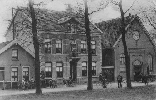 Marktplein Z 0026 1908 Oude Geref kerk en hoge pastorie