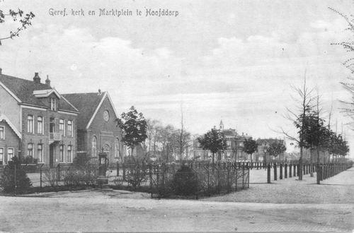 Marktplein Z 0026 1917 Oude Geref kerk en Waterpomp_1