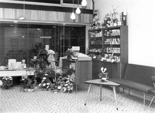 Marktplein Z 0054 1964 Kapper Wakker in Nieuw Winkelcentrum 11