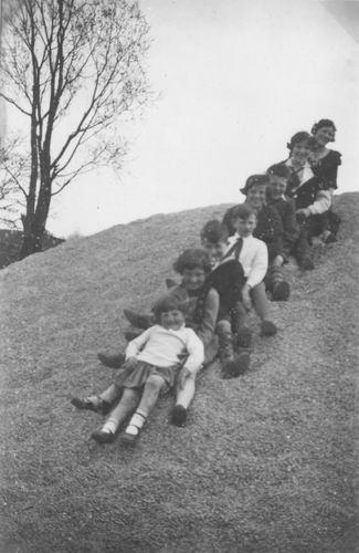 Meijer Aga 1931 1933 met broers en Zusters op Grindhoop