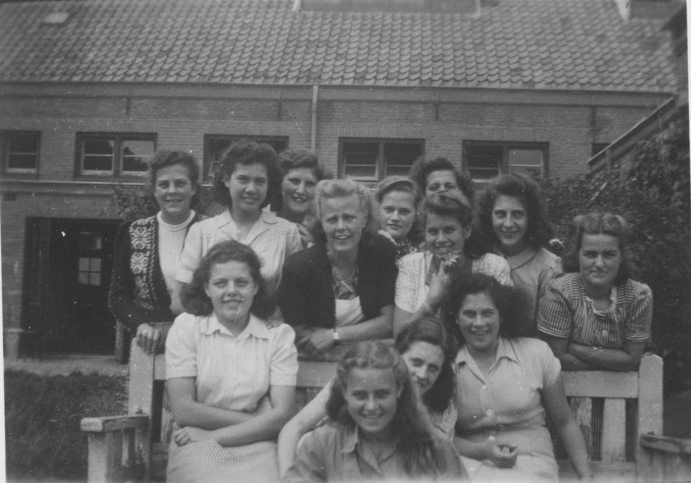 Meijer Aga 1931 1948 op Huishoudschool in Haarlem 03