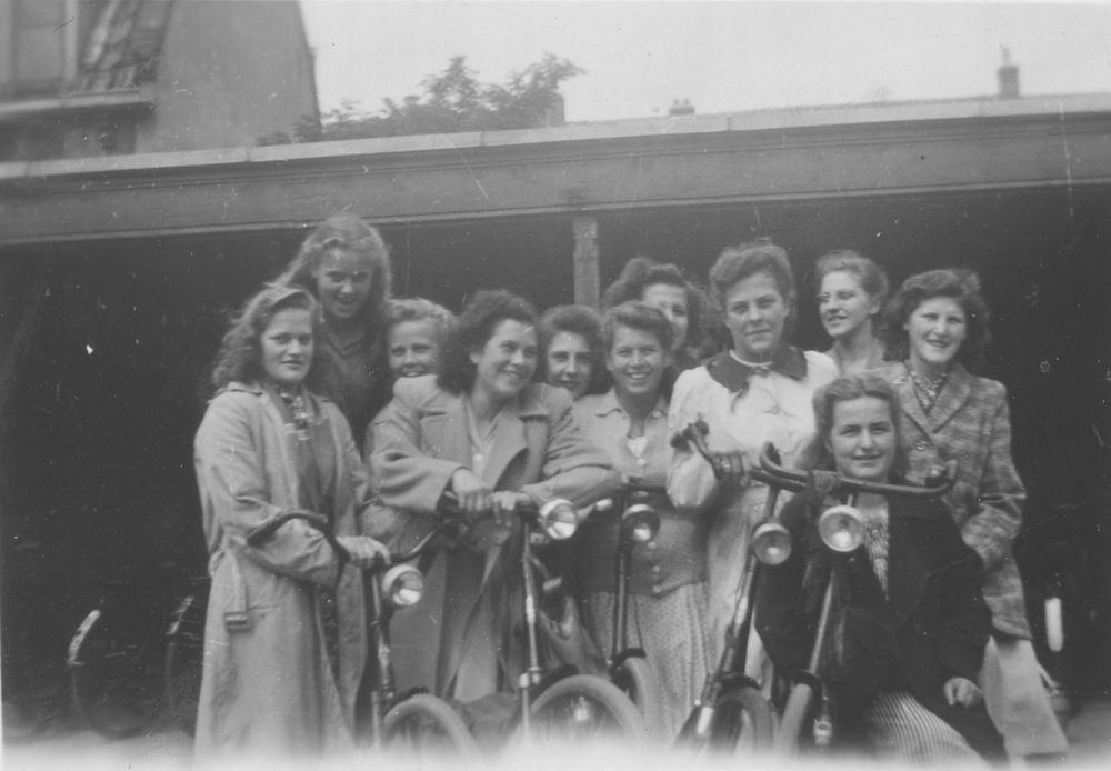 Meijer Aga 1931 1948 op Huishoudschool in Haarlem 01