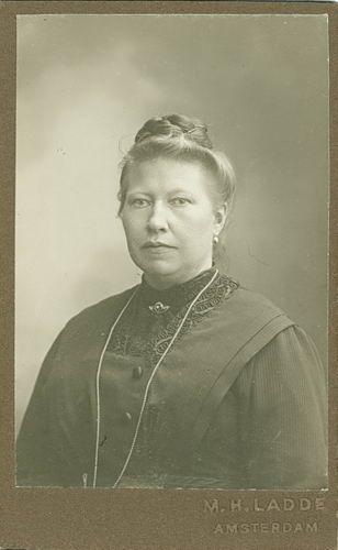 Meijer-Commandeur Anna C 1868 19__ Portret 05