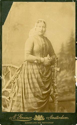Meijer-Commandeur Anna C 1868 19__ bij de Fotograaf