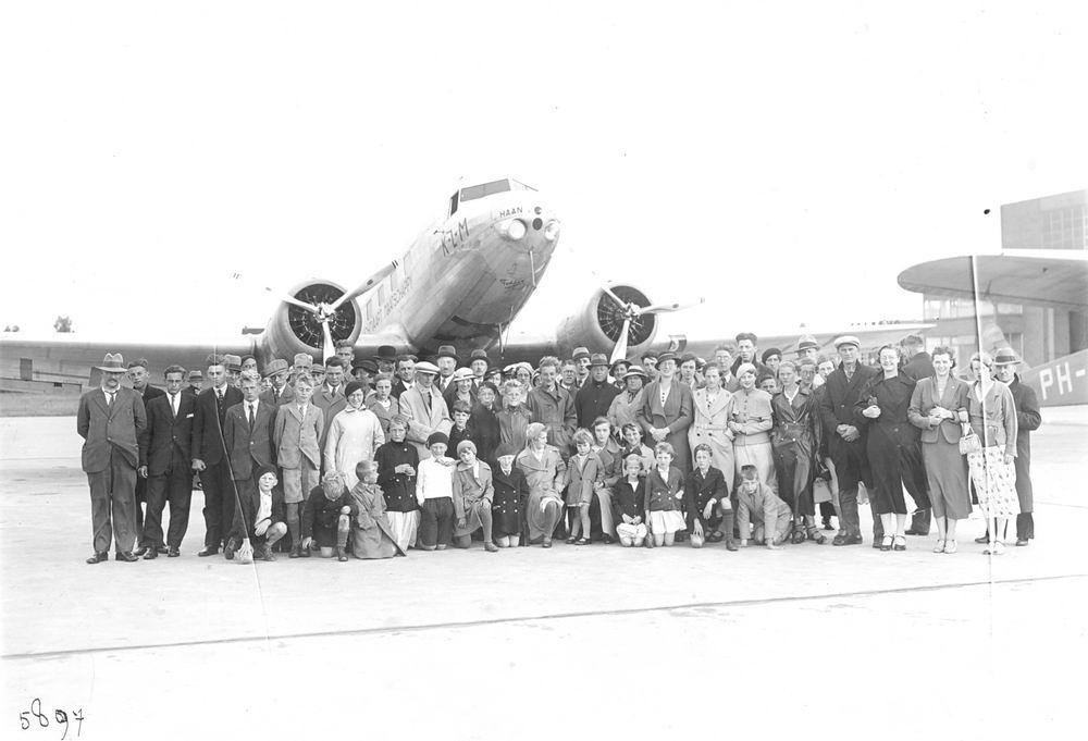 Meijer David J S 1922 1935 op Schiphol bij Vliegtuig de Haan