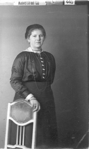 Meijer Gijsbertha J M 1897 19__ bij Fotograaf